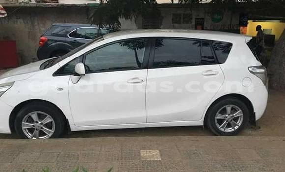 Acheter Voiture Toyota Verso Blanc à Gueule Tapee Fass Colobane en Dakar