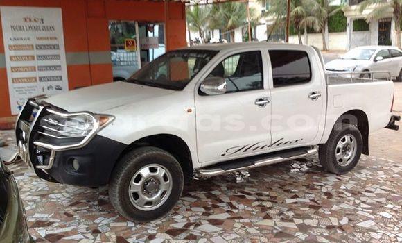 Acheter Voiture Toyota Hilux Blanc à Gueule Tapee Fass Colobane en Dakar