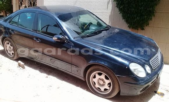 Acheter Voiture Mercedes-Benz E-Class Bleu à Gueule Tapee Fass Colobane en Dakar
